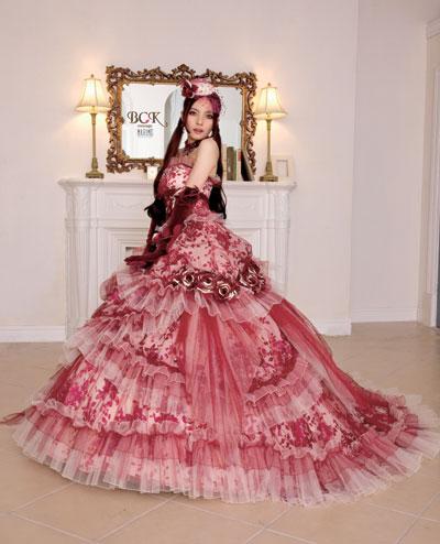 519ff2e858f1f 「風とともに去りぬ」のスカーレットをイメージした深みのある色合いをBCKテイストで仕上げた女優ドレス!  サテンオパールの柄に合わせて染め上げた深みのある手 ...
